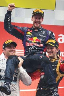 Ganador Sebastian Vettel, Red Bull Racing, Nico Rosberg, Mercedes AMG, Romain Grosjean, Lotus F1