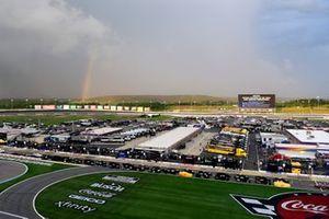 Regenbogen über dem Charlotte Motor Speedway