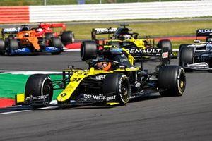 Esteban Ocon, Renault F1 Team R.S.20, Daniil Kvyat, AlphaTauri AT01, Daniel Ricciardo, Renault F1 Team R.S.20, and Carlos Sainz Jr., McLaren MCL35