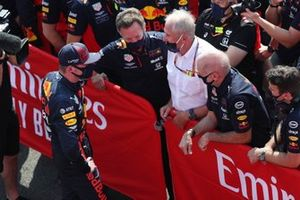 Max Verstappen, Red Bull Racing, celebrates with Christian Horner, Team Principal, Red Bull Racing, Helmut Marko, Consultant, Red Bull Racing, Adrian Newey, Chief Technical Officer, Red Bull Racing, and the Red Bull team