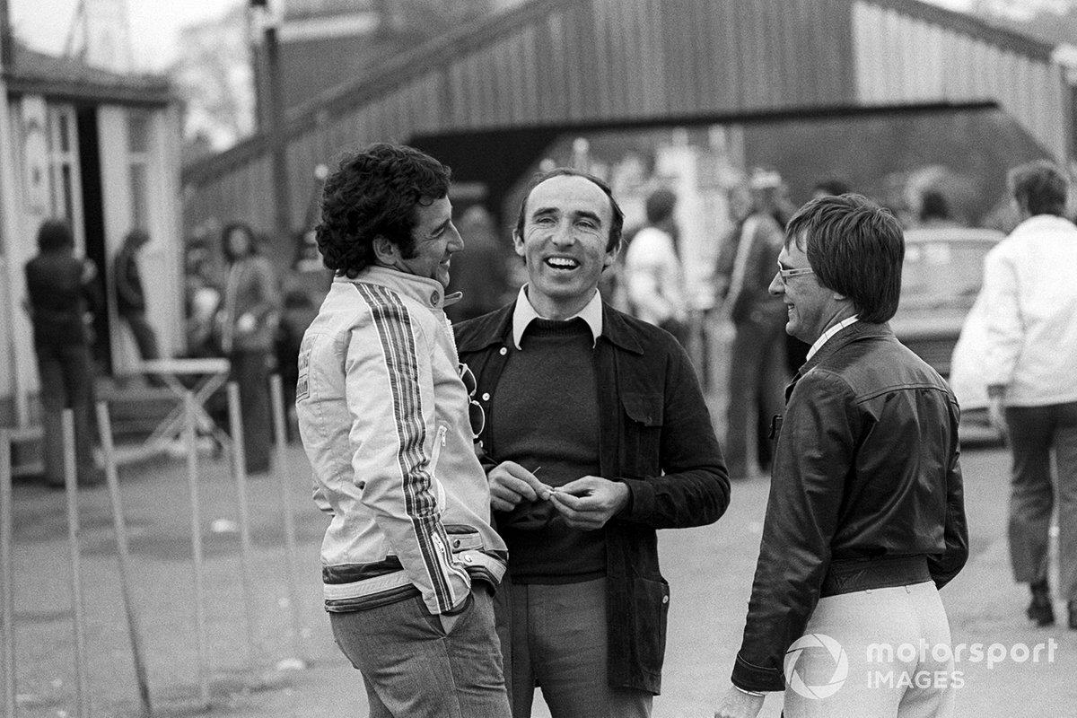 Carlos Pace, Brabham, Frank Williams, propietario del equipo Williams y Bernie Ecclestone, propietario del equipo Brabham