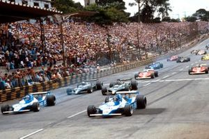Jacques Laffite and Patrick Depaille, Ligier JS11 Ford lead Carlos Reutemann, Mario Andretti, Lotus 79 Ford, Jody Scheckter and Gilles Villeneuve, Ferrari 312T3 at the start