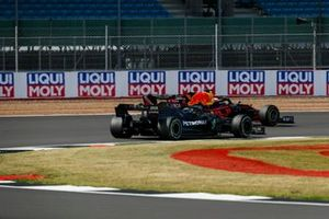 Max Verstappen, Red Bull Racing RB16, passes Valtteri Bottas, Mercedes F1 W11, for the lead