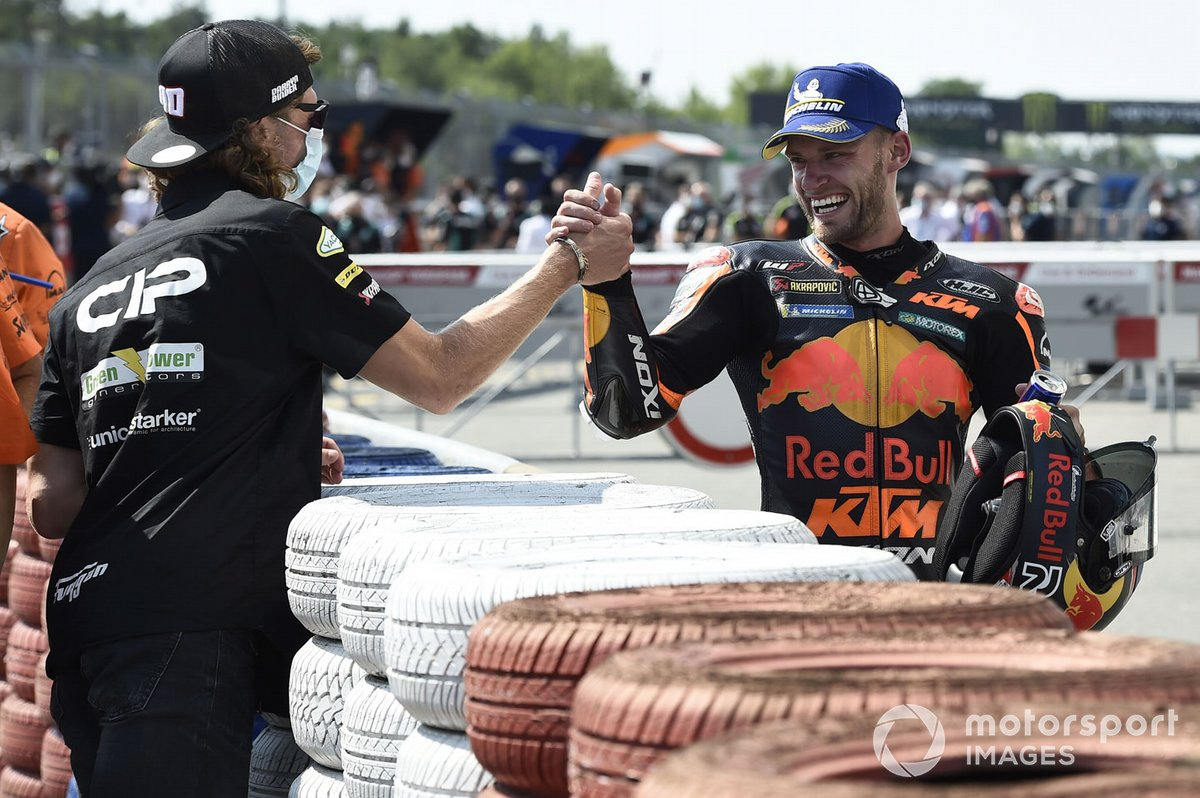 Ganador Brad Binder, Red Bull KTM Factory Racing, Darryn Binder