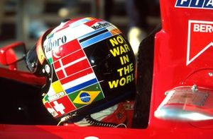 Gerhard Berger, Ferrari 412 T2 sported a different helmet design of the result of a competition run in an Italian newspaper