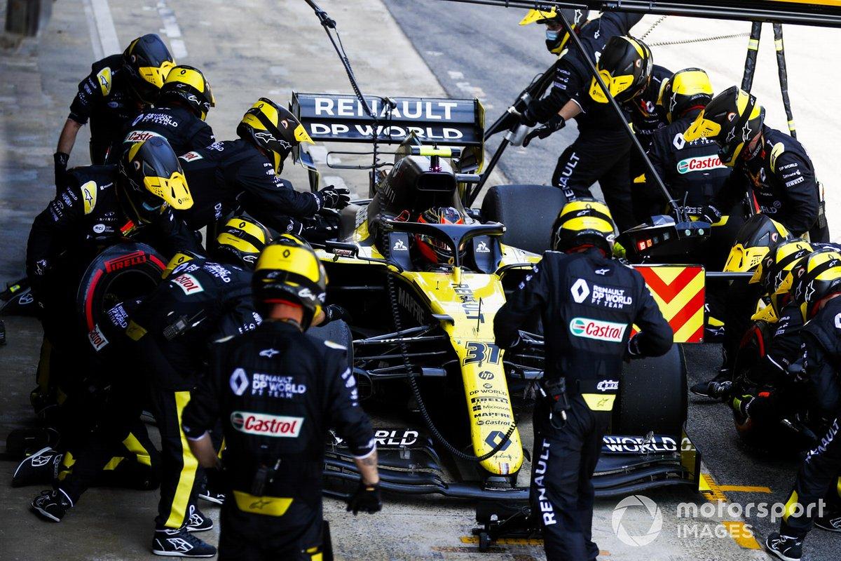 Esteban Ocon, Renault F1 Team R.S.20, pit stop