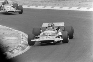 Henri Pescarolo, Matra MS120 leads Andrea de Adamich, McLaren M14D Alfa Romeo