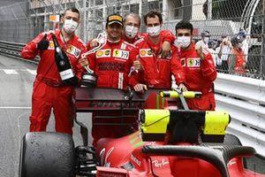 Carlos Sainz Jr., Ferrari, 2nd position, celebrates with team mates