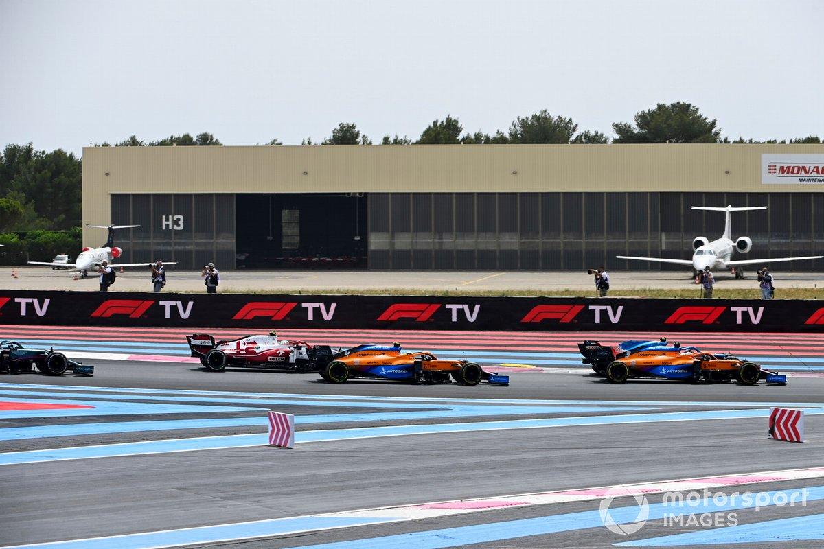 Daniel Ricciardo, McLaren MCL35M, Fernando Alonso, Alpine A521, Lando Norris, McLaren MCL35M, Antonio Giovinazzi, Alfa Romeo Racing C41