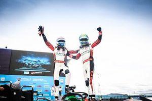 Segundo lugar Rene Rast, Audi Sport ABT Schaeffler, ganador Lucas Di Grassi, Audi Sport ABT Schaeffler, en Parc Ferme
