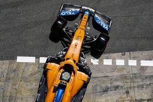 Daniel Ricciardo, McLaren MCL35M, quitte son garage
