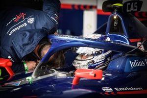 Nick Cassidy, Envision Virgin Racing, Audi e-tron FE07, en discussion avec un ingénieur