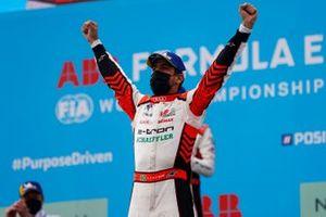 Lucas Di Grassi, Audi Sport ABT Schaeffler, prima posizione, festeggia nel Parco Chiuso