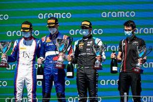 Podio: segundo lugar Clement Novalak, Trident, ganador Alexander Smolyar, ART Grand Prix, tercer lugar Caio Collet, MP Motorsport