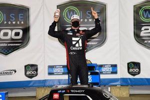 Race winner Kyle Busch, Kyle Busch Motorsports, Toyota Tundra