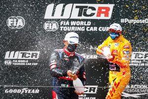 Podium: Gabriele Tarquini, BRC Hyundai N LUKOIL Squadra Corse Hyundai Elantra N TCR, Tom Coronel, Comtoyou DHL Team Audi Sport Audi RS 3 LMS