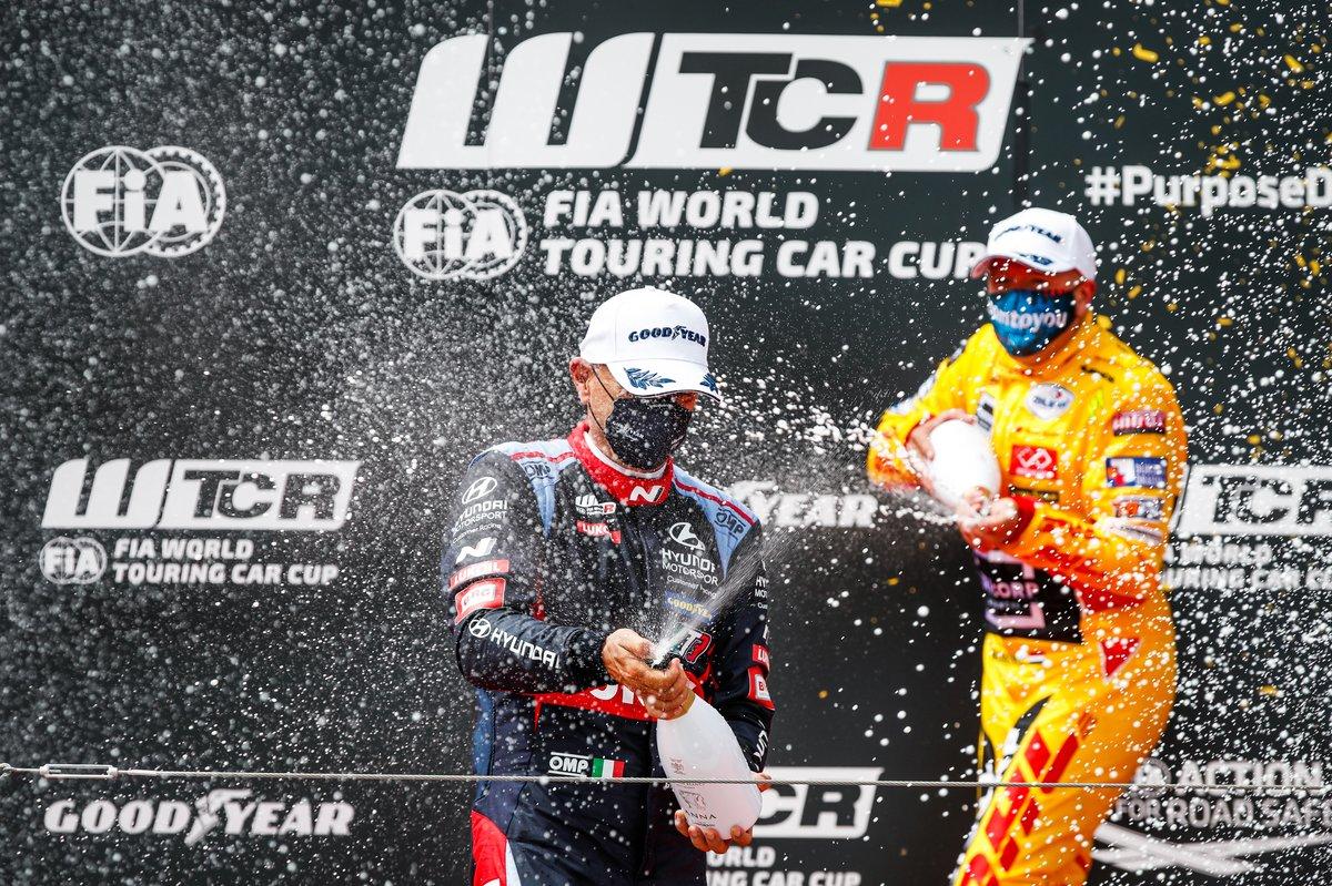 Gabriele Tarquini, BRC Hyundai N LUKOIL Squadra Corse Hyundai Elantra N TCR, Tom Coronel, Comtoyou DHL Team Audi Sport Audi RS 3 LMS