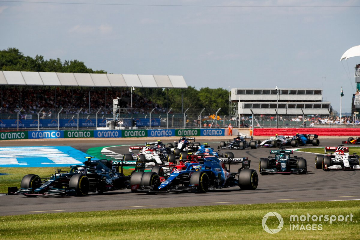 Sebastian Vettel, Aston Martin AMR21, Fernando Alonso, Alpine A521, Carlos Sainz Jr., Ferrari SF21