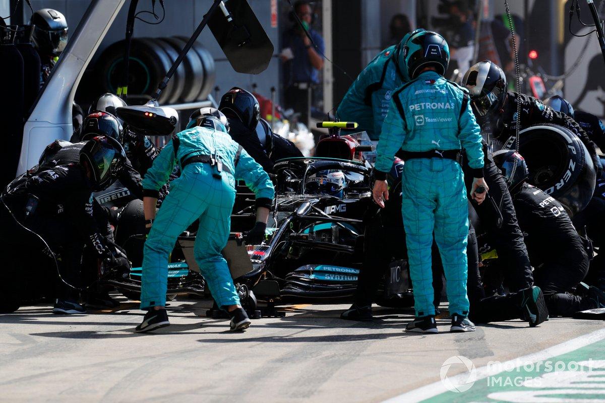 Valtteri Bottas, Mercedes W12 , ai box