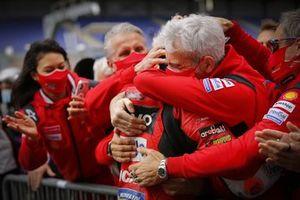 Ganador Jack Miller, Ducati Team celebra con el equipo