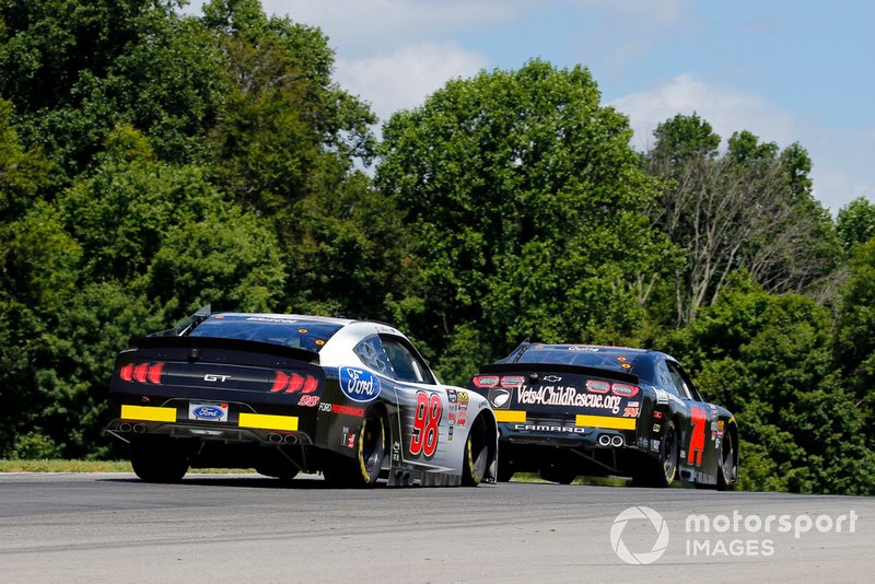 Chase Briscoe, Stewart-Haas Racing, Ford Mustang Ford Performance and Aaron Quine, Mike Harmon Racing, Chevrolet Camaro