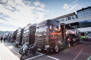 Les camions Petronas Yamaha