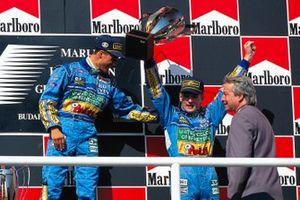 Podium : le vainqueur Michael Schumacher, Benetton, le troisième Jos Verstappen, Benetton
