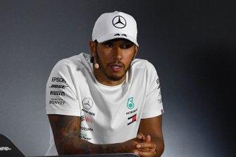 Le troisième, Lewis Hamilton, Mercedes AMG F1, lors de la conférence de presse