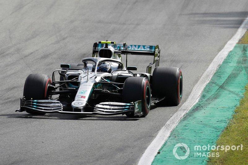 А Mercedes тем временем подбадривает Боттаса