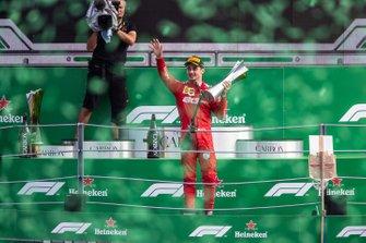 Podio: il vincitore della gara Charles Leclerc, Ferrari
