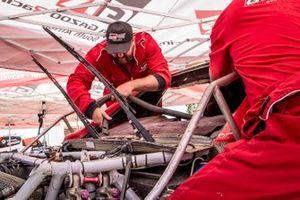 Les mécaniciens Toyota Gazoo Racing au travail