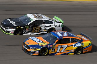 Aric Almirola, Stewart-Haas Racing, Ford Mustang Smithfield, Ricky Stenhouse Jr., Roush Fenway Racing, Ford Mustang SunnyD