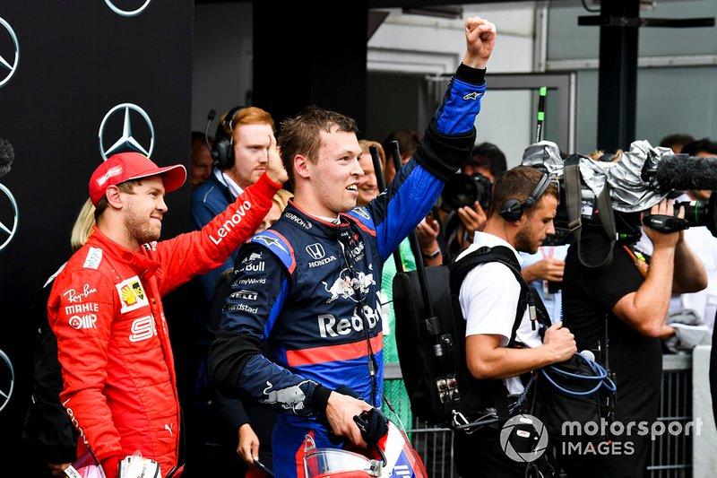 Sebastian Vettel, Ferrari, 2° classificato, e Daniil Kvyat, Toro Rosso, 3° classificato, festeggiano nel parco chiuso