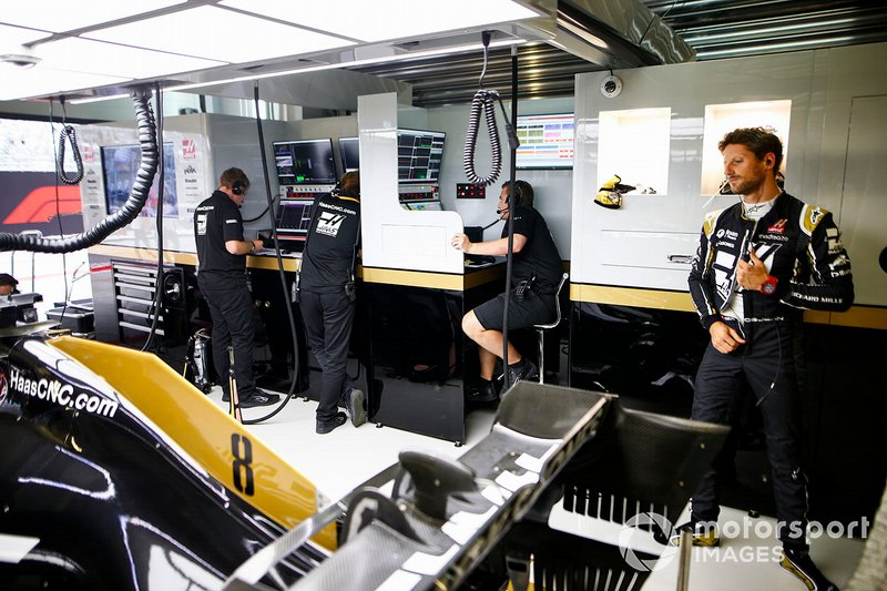 Romain Grosjean, Haas F1 Team, in the garage