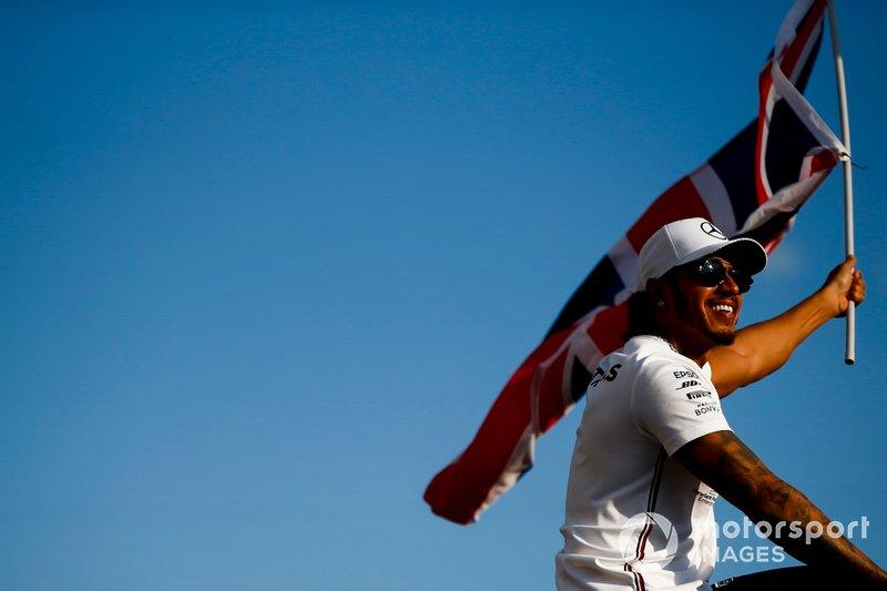 Damalı bayrak: Yarış galibi Lewis Hamilton, Mercedes AMG F1