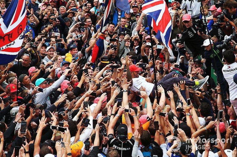 Lewis Hamilton, Mercedes AMG F1, 1st position,