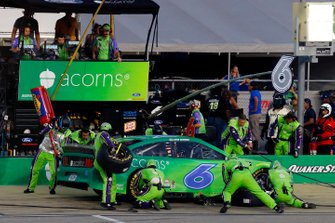 Ryan Newman, Roush Fenway Racing, Ford Mustang Acorns pit stop