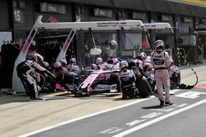 Sergio Perez, Racing Point RP19, makes a stop
