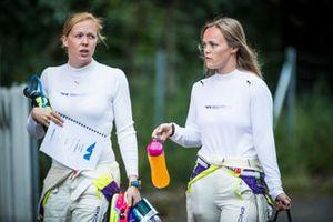 Alice Powell y Sarah Moore