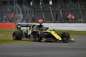Daniel Ricciardo, Renault F1 Team R.S.19, gets on the grass