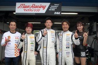 土屋武士エンジニア、佐藤公哉、田中徹、田中哲也(#244 Max Racing RC-F GT3)