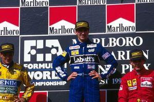 Podio: secondo classificato Riccardo Patrese, Benetton, il vincitore della gara Damon Hill, Williams, Gerhard Berger, Ferrari