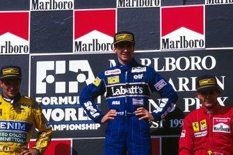 Podio: segundo lugar Riccardo Patrese, Benetton, ganador de la carrera Damon Hill, Williams, Gerhard Berger, Ferrari