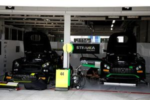 #44 Mercedes-AMG Team Strakka Racing Mercedes-AMG GT3: Lewis Williamson, Gary Paffett, Tristan Vautier, #43 Team Strakka Racing Mercedes-AMG GT3: Christina Nielsen, Dominik Baumann, Adrian Henry D'Silva