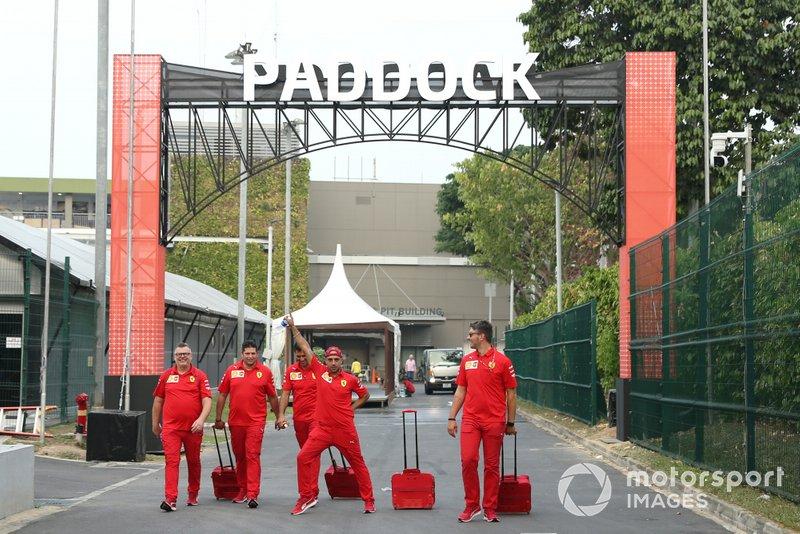 Personale Ferrari nel paddock