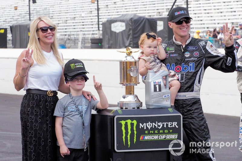 Kevin Harvick, Stewart-Haas Racing, Ford Mustang Mobil 1 and his family