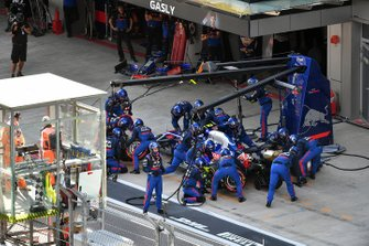 Pierre Gasly, Toro Rosso STR14, makes a pit stop