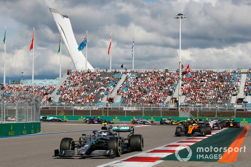 Carlos Sainz Jr., McLaren MCL34, Valtteri Bottas, Mercedes AMG W10, Lando Norris, McLaren MCL34, Sergio Perez, Racing Point RP19, Max Verstappen, Red Bull Racing RB15, Nico Hulkenberg, Renault F1 Team R.S. 19, Antonio Giovinazzi, Alfa Romeo Racing C38, Romain Grosjean, Haas F1 Team VF-19 y Daniel Ricciardo, Renault F1 Team R.S.19