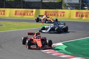 Шарль Леклер, Ferrari SF90, Льюис Хэмилтон, Mercedes AMG F1 W10, и Карлос Сайнс, McLaren MCL34