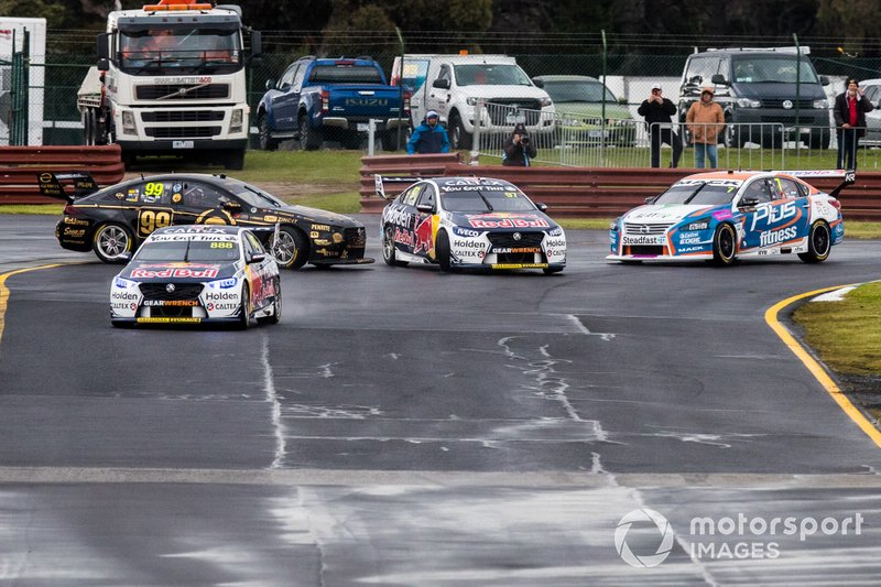 Kollision: Shane van Gisbergen, Triple Eight Race Engineering Holden, Anton De Pasquale, Erebus Motorsport Holden